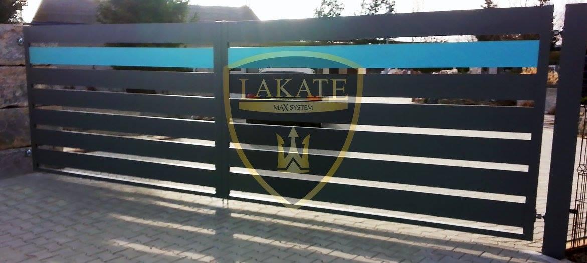 Dekoracyjna listwa na bramie otwieranej Alu Fence