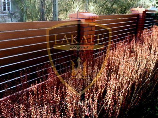 Aluminium Zaun in Holzstruktur