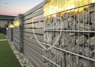 Gabion Zaun mit Glas und LED-Beleuchtung
