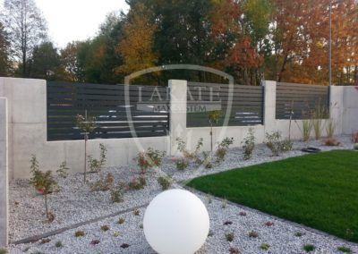 Alu Fence Optimal durch architektonischen beton umgeben