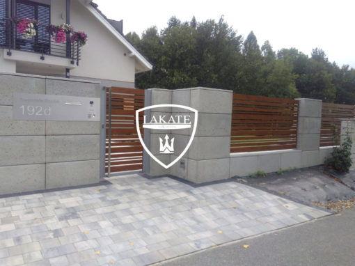 Moderner Zaun aus Aluminium in Holzoptik